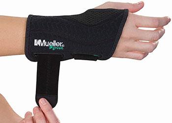 Mueller Green Fitted Wrist Brace