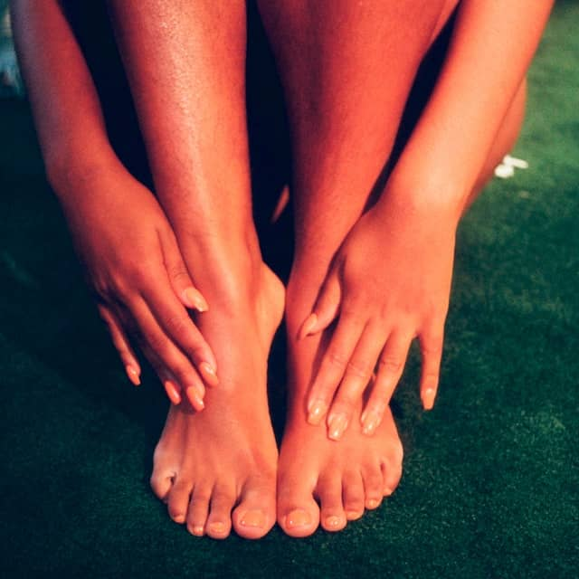 Know how to massage your own legs easily
